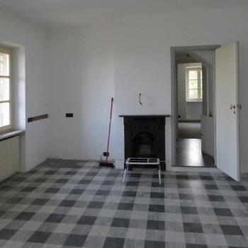 Amalia Del Ponte, Villa Bocca, 1983, Torino,  locale cucina con pavimento a intarsio di marmo