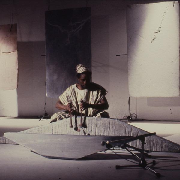 Amalia Del Ponte, Consonanze, 1986, performance Gabin Dabirè, ph Fabrizio Garghetti